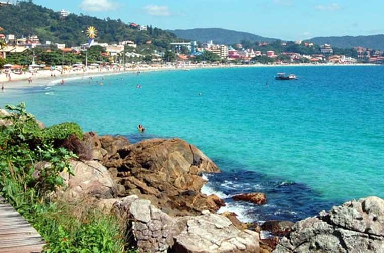 Praia de Bombinhas: Guia com Fotos, Vídeo, Mapa e mais!